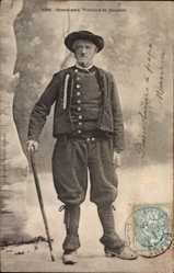 Postcard Gouézec Finistère, Grand père, Vieillard, Bretonische Tracht, portrait