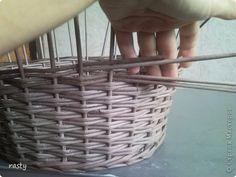"""Ситцевое плетение Количество стоек четное - позволяет плести одновременно два ряда двумя рабочими трубочками. Каждая трубочка еще и двойная. 4 трубочки укладываю за 4 стойки (я укладываю, как лозу, ну а кто-то подставляет к стойке """"внутрь""""). Укладываю мягкими концами, они мягче, и легче прижать, чтоб не было щелей в начале плетения."""