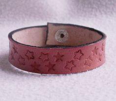 Altrosa Lederarmband mit punzierten Sternen von Bonitolino auf DaWanda.com