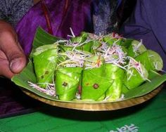 Paan: A stimulating, psychoactive preparation of betel leaf combined with areca nut and/or cured tobacco. Paan is chewed and finally spat out or swallowed. Paan has many variations. Areca Nut, Weird Food, Varanasi, Indian Dishes, Food Items, Indian Food Recipes, Celery, Healthy Life, Cabbage