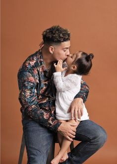 Daddy said he's the only boy I could kiss till I'm 30 years old 💕 Cute Family, Baby Family, Family Goals, Father Daughter Photos, Daddy Daughter, The Ace Family Youtube, Ace Family Wallpaper, Cute Kids, Cute Babies