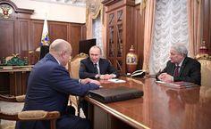 Vladimir  Putin, Mikhail Fradkov, Leonid Reshetnikov meeting in Kremlin.