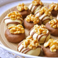 Candy Recipes, Sweet Recipes, Master Chef, Eid Sweets, Macarons, Delicious Desserts, Yummy Food, Homemade Sweets, Tea Time Snacks