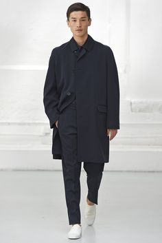 Christophe Lemaire Men's RTW Spring 2015 - Slideshow  Like coat silhouette and collar shape.