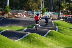 A round up of the best low cost and free things to do outdoors in Brisbane with kids from BMX and mountain bike riding to splashpads and windsurfing! Outdoor Gym, Outdoor Playground, Landscape Architecture Design, Garden Landscape Design, Parque Linear, Brisbane Kids, San Mamés, Sport Park, Park Landscape
