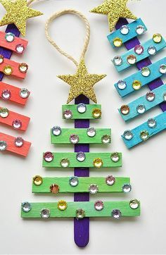 15 Dollar Store Christmas Crafts- You can decorate your home for Christmas even if you're on a tight budget! Check out these 15 frugal dollar store Christmas crafts! Stick Christmas Tree, Dollar Store Christmas, Christmas Crafts For Kids, Diy Christmas Ornaments, Christmas Projects, Holiday Crafts, Christmas Decorations, Christmas Activities, Christmas Child