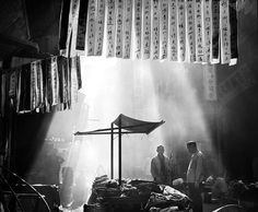 © Fan Ho - Série | Hong Kong Yesterday - In a Chinese Street