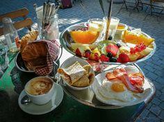 Café des Amis Brunch - Hochstapeln in Wipkingen Superfood, Nutella, Breakfast In Bed, Punch Bowls, Camembert Cheese, Recipes, Restaurants, Paradise, Breakfast Ideas