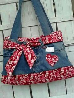 74 Awesome DIY ideas to recycle old jeans - DIY Mode Jean Crafts, Denim Crafts, Upcycled Crafts, Jean Diy, Altering Jeans, Blue Jean Purses, Party Mode, Diy Kleidung, Denim Handbags
