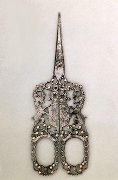Scissors emblazoned with Cavendish arms, English (Sheffield), c.1840 / Victoria & Albert Museum, London, UK / The Bridgeman Art Library.