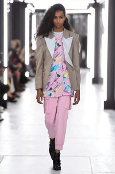 727a6e427ab Ready-To-Wear Report  LOUIS VUITTON SS19 Paris Fashion Week Runway +  Collection