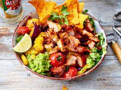 """Unser beliebtes Rezept für Bunte Taco-Bowl """"al Pastor"""" und mehr als 55.000 weitere kostenlose Rezepte auf LECKER.de."""