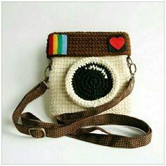 Camara de fotos cubierta con tejido crochet