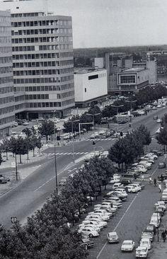Enschede, de Boulevard met links de ITC-gebouwen, V&D en het Postkantoor, zoals ik het gekend heb. Wat is er veel veranderd!