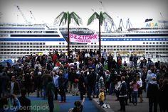 AIDAstella #hh #stpauli #hamburgerhafen #aida #aidastella #geziparkfiction  http://sanktpaulistreetphotography.jimdo.com/
