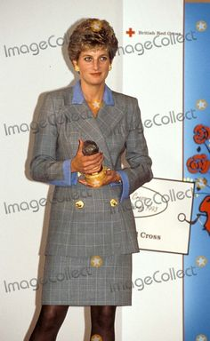 11-5-1993 Princess Diana at Care in Crisis Awards in London Photo By:alpha-Globe Photos, Inc