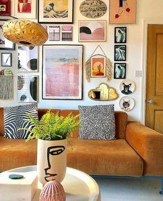 Boho Living Room Decor, Eclectic Living Room, Eclectic Decor, Home Living Room, Living Room Designs, Bohemian Living, Eclectic Gallery Wall, Retro Living Rooms, Bohemian Apartment Decor