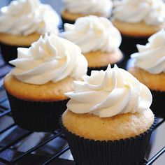 Champagne Cupcakes (perfect for New Year's Eve party!)