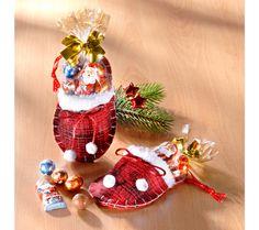 1 vánoční pantofel s cukrovinkami   magnet-3pagen.cz #magnet3pagencz #3pagen #sweets #sladkosti Christmas Ornaments, Holiday Decor, Home Decor, Decoration Home, Room Decor, Christmas Jewelry, Christmas Decorations, Home Interior Design, Christmas Decor
