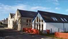 Located in the heart of the coastal village of Findhorn, in the Moray Coast An An Area of Outstanding Natural Beauty, Findhorn Village Hostel is just a stones' throw from the beautiful bay and a short walk to the dunes and the Findhorn Foundation Eco Village