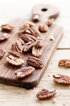 Raw pecan nuts are enriched with many health-benefiting nutrients, minerals, vitamins that are essential for optimum health.