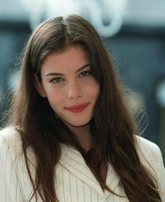 "Welcome to Loving Liv Tyler! Liv Tyler (born July is an American actress, best known for her role as Arwen in ""The Lord of the Rings"" trilogy. Liv Tyler Hair, Liv Tyler 90s, Steven Tyler, Pretty People, Beautiful People, Beautiful Women, Hippie Vintage, Vintage Cat, Tyler Young"