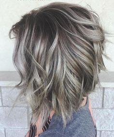 Silver ombre hair in Bolivar, MO - Balayage Haare Blond Kurz Choppy Bob Hairstyles, Cool Hairstyles, Textured Bob Hairstyles, Short Haircuts, Popular Haircuts, Short Gray Hairstyles, Inverted Bob Haircuts, Layered Haircuts, Natural Hairstyles