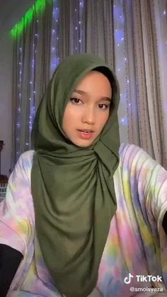 Square Hijab Tutorial, Simple Hijab Tutorial, Pashmina Hijab Tutorial, Hijab Style Tutorial, Cara Hijab, Hijab Turban Style, Diy Clothes Design, Aesthetic Editing Apps, Stylish Hijab