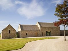 Converted Barn Homes Beautiful Old Stone Barn Conversion In Cotswold By McLean Quinlan Architects Contemporary Barn, Modern Barn, Rustic Modern, Modern Farmhouse, Barn Conversion Exterior, Barn Conversions, Converted Barn Homes, Barn House Design, Architects London