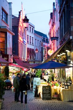 European outdoor markets are cool. Anyone know if they have those in the States, too?