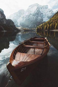Lago di Braies, Italy (by Carlos Lazarini)