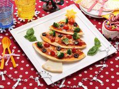 クリスマスツリーピザ | キッチンポケット | 人・レシピ・キッチン家電をつなげるくらしアップデートサービス Bruschetta, Ethnic Recipes, Food, Essen, Meals, Yemek, Eten