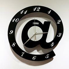 Relógios de parede diferentes