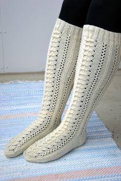 KARDEMUMMAN TALO: Klassikko Intarsia Knitting, Lace Knitting, Knitting Socks, Knitting Patterns, Fair Isle Pattern, Kids Socks, Leg Warmers, Mittens, Slippers