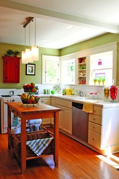 46 Most Popular Kitchen Color Schemes Trends 2019 21 Popular Kitchen Colors, Colorful Kitchen Decor, Green Kitchen Cabinets, Kitchen Tops, Kitchen Walls, Oak Cabinets, Rustic Kitchen, Kitchen Dining, Vintage Kitchen