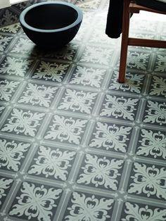 Våtrumsmatta Tarkett Aquarelle Designgolv Istanbul Medium Grey - Lilly is Love Machuca Tiles, Bathroom Floor Tiles, Tile Floor, Grey Tiles, Tiling, Stone Flooring, Vinyl Flooring, Istanbul, Black And White Interior