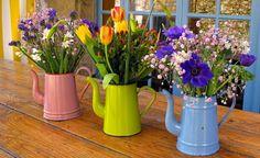 Top 14 Most Creative Low-Budget DIY Garden Planters - Top Inspirations Diy Garden, Garden Planters, Planter Pots, Home And Garden, Inside Garden, Balcony Garden, Diy Flowers, Flower Pots, Spring Flowers