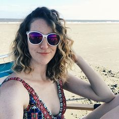Not sure if it was the @officialkinkycurly (my first time!) the way I #flipcoatscrunch styled with a Denman brush or just the salty air but my curls were really happy at the beach yesterday.  And that made me really happy. Curly hair can be a trip.  #wavyhair #2bhair #2chair #wavesarenotfailedcurls #healthyhair #powertothewavies #thecurlygirlmethod #cgmethod #rezocut #rëzocut #curlygirlmethod  #wavyhairstyle #wavygirl #naturalwaves #naturalwavyhair  #naturalcurls #curlygirl #kinkycurly