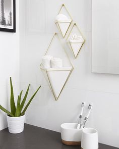 Mount #storage in your small bathroom to free up vanity space. Creating a clutter free #bathroom for you and your guests. TRIGG WALL VESSEL - Design by Moe Takemura KERA TOOTHBRUSH HOLDER & TUMBLER - Design by Erika Kovesdi #umbra #originaldesign #homedecor
