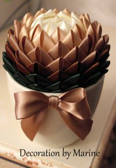 1 million+ Stunning Free Images to Use Anywhere Ribbon Art, Diy Ribbon, Ribbon Crafts, Flower Crafts, Quilted Christmas Ornaments, Christmas Baubles, Christmas Crafts, Folded Fabric Ornaments, Decoration Christmas