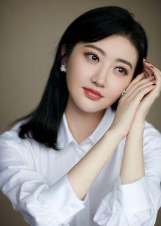 Lovely Girl Image, Cute Girl Photo, Divas, Jing Tian, Cute Japanese Girl, Metal Girl, Girls With Glasses, Cute Woman, Beautiful Asian Girls