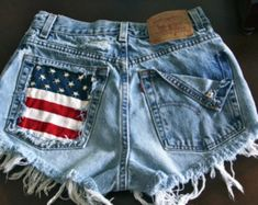 Levis 501 button fly High waist destroyed denim shorts super frayed with American flag and studs size X Small on Etsy, Painted Shorts, Painted Jeans, Distressed Denim Shorts, Diy Jeans, Lacoste, Boys Jogger Pants, Look Con Short, Studded Shorts, Tokyo Street Fashion