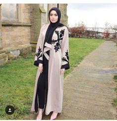 Baju Lebaran Abaya Fashion, Modest Fashion, Fashion Outfits, Muslim Women Fashion, Islamic Fashion, Hijab Dress Party, Mode Abaya, Hijab Collection, Modele Hijab