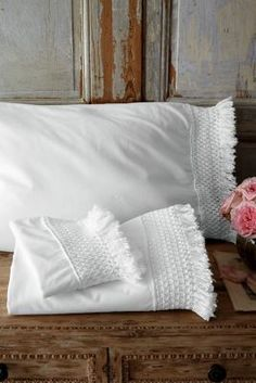Taking its inspiration from the centuries-old tradition of a bride's trousseau, intricate crochet edging and fringed trim lend heirloom presence to our pristine cotton percale