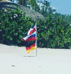 В Доминикане эти флаги весят рядом! И неважно мнение прогнувшихся политиков, главное это мнение народа! #германия #россия #germany #russia #deutschland #russland #land #welt #freundschaft #kaugummi #мир #дружба #жвачка