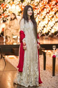 Pakistani Formal Dresses, Pakistani Party Wear, Pakistani Wedding Outfits, Pakistani Couture, Pakistani Dress Design, Formal Dresses For Weddings, Indian Dresses, Formal Wedding, Wedding Wear