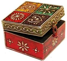 caixas de madeira Attractive Wooden storage for your articles Attractive Wooden storage for your articles Painted Wooden Boxes, Painted Jewelry Boxes, Painted Trays, Wooden Jewelry, Decopage Furniture, Painted Furniture, Altered Cigar Boxes, Pretty Box, Boho Diy