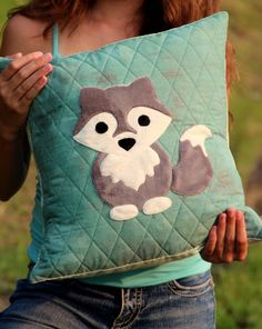 "The Midnight Wolf 16"" pillow pattern – Robinson Pattern Company"
