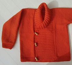 JUBILOCIOS: CHAQUETA TRENCA Baby Boy Knitting, Knitting For Kids, Pull, Cami, Baby Kids, Valentino, Embroidery, Crochet, Boys