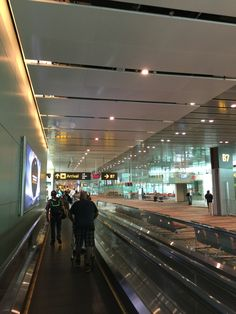 In Singapore Airport Airplane Photography, Tumblr Photography, Travel Photography, City Aesthetic, Travel Aesthetic, Creative Instagram Stories, Instagram Story, Travel Images, Travel Pictures